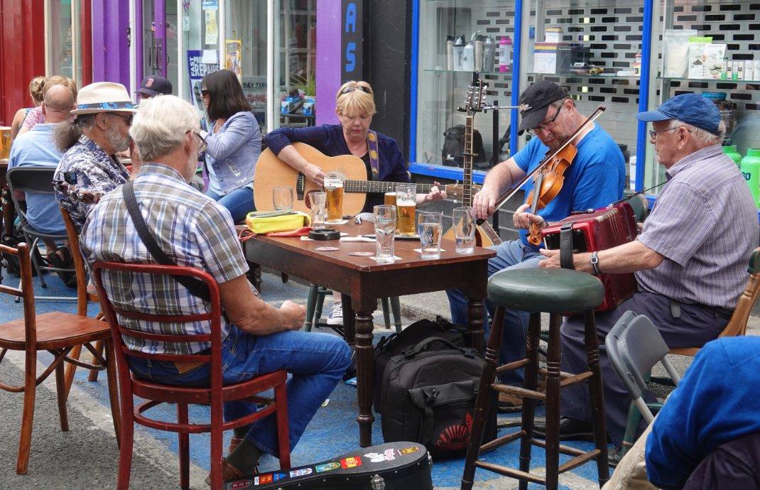 Musiker spielten traditionelle irische Musik