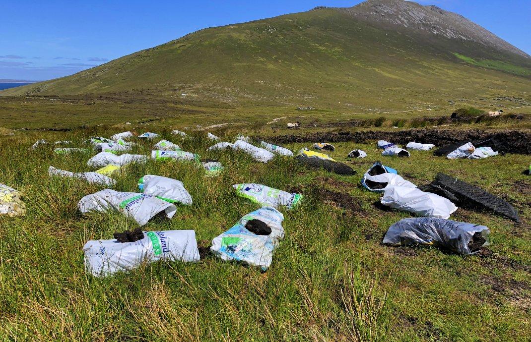 In Plastiksäcken eingetütete Torfsoden