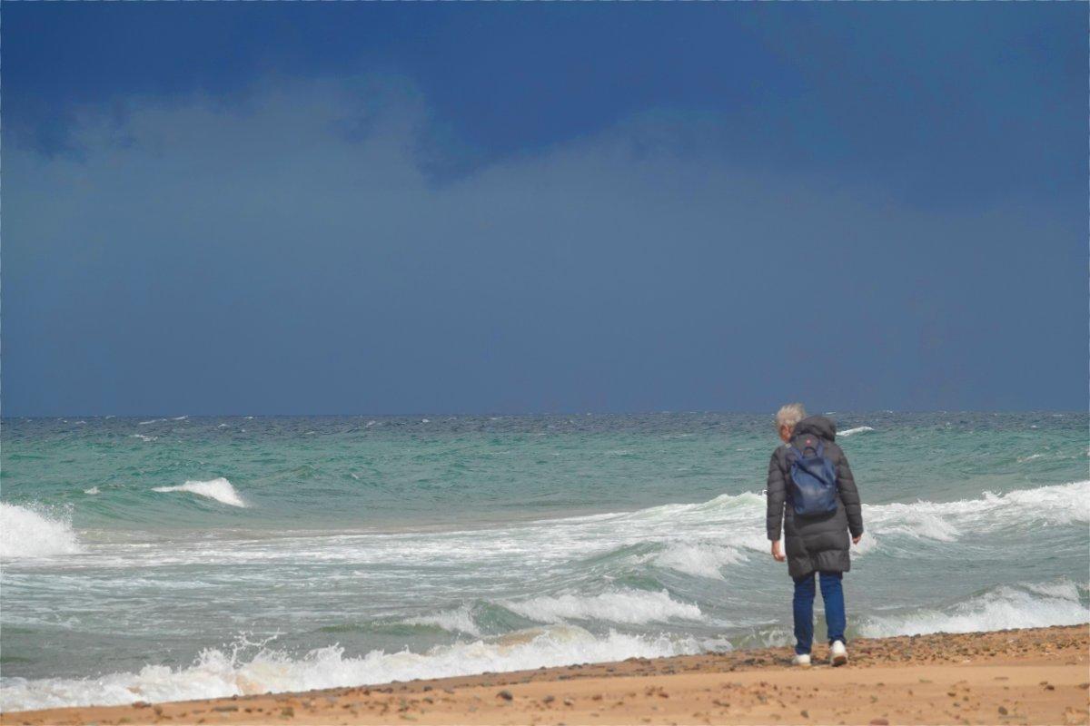 Anne furchtlos am Strand von Inverness auf der Suche nach Glas