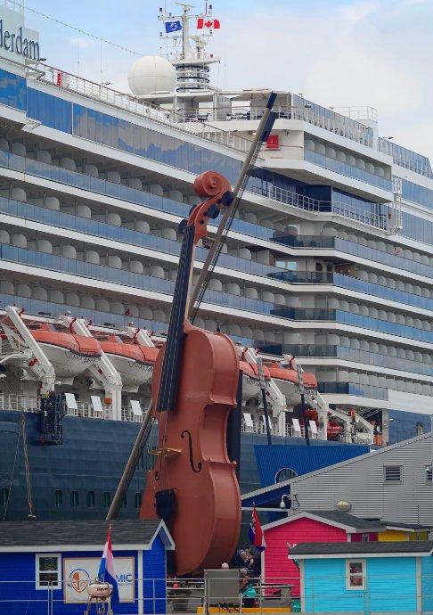 Geige mit Schiff