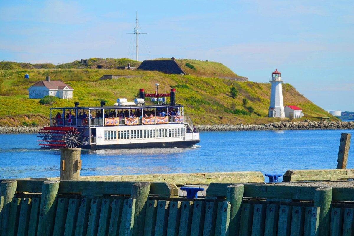 Ausflugsboot im Hafen von Halifax