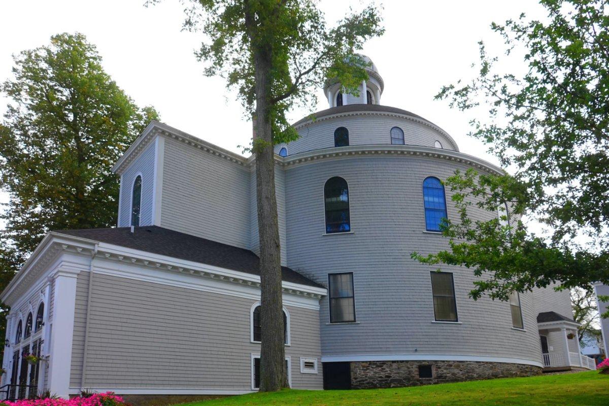 Die beeindruckende Holzrundkirche St. Charles