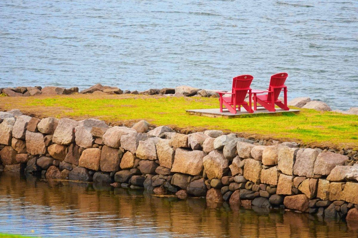 Immer wieder zu sehen: Adirondack Stühle