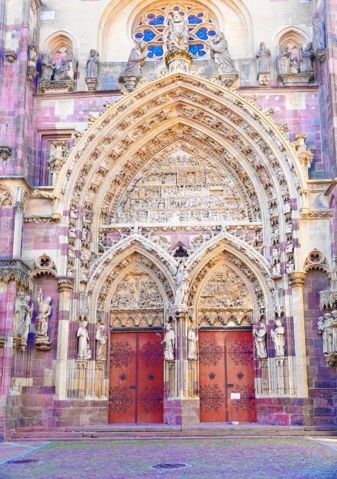 Beeindruckendes Kirchenportal