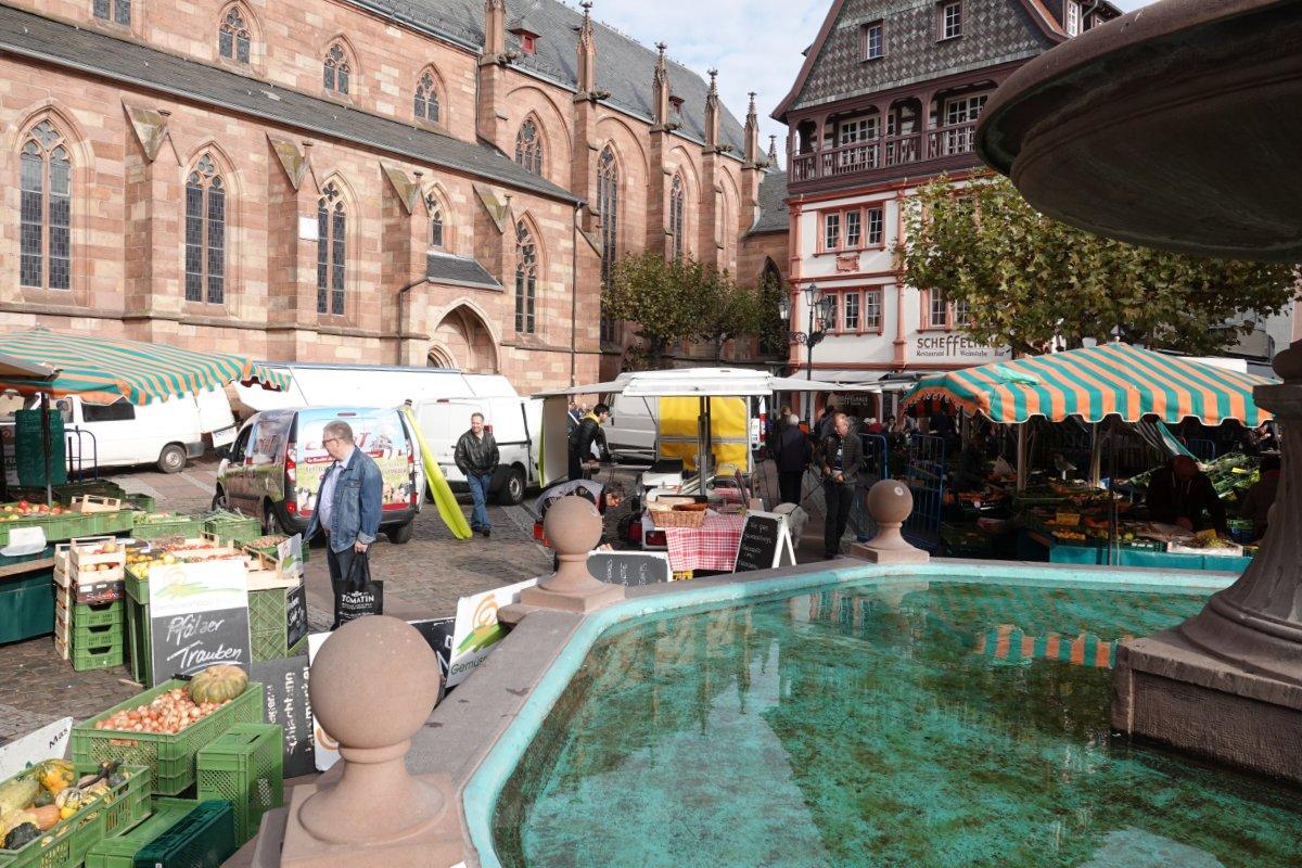 Marktplatz bei der katholischen Kirche