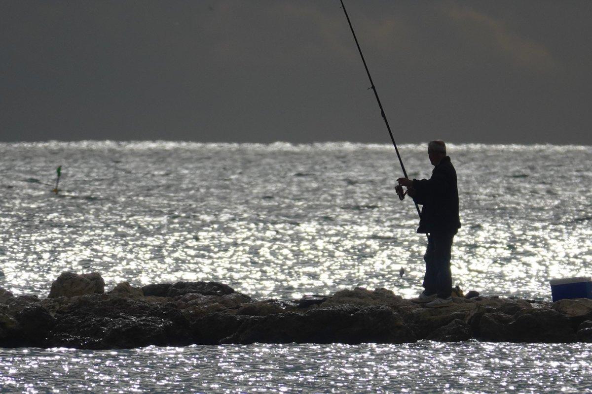 Angler im Abendlicht