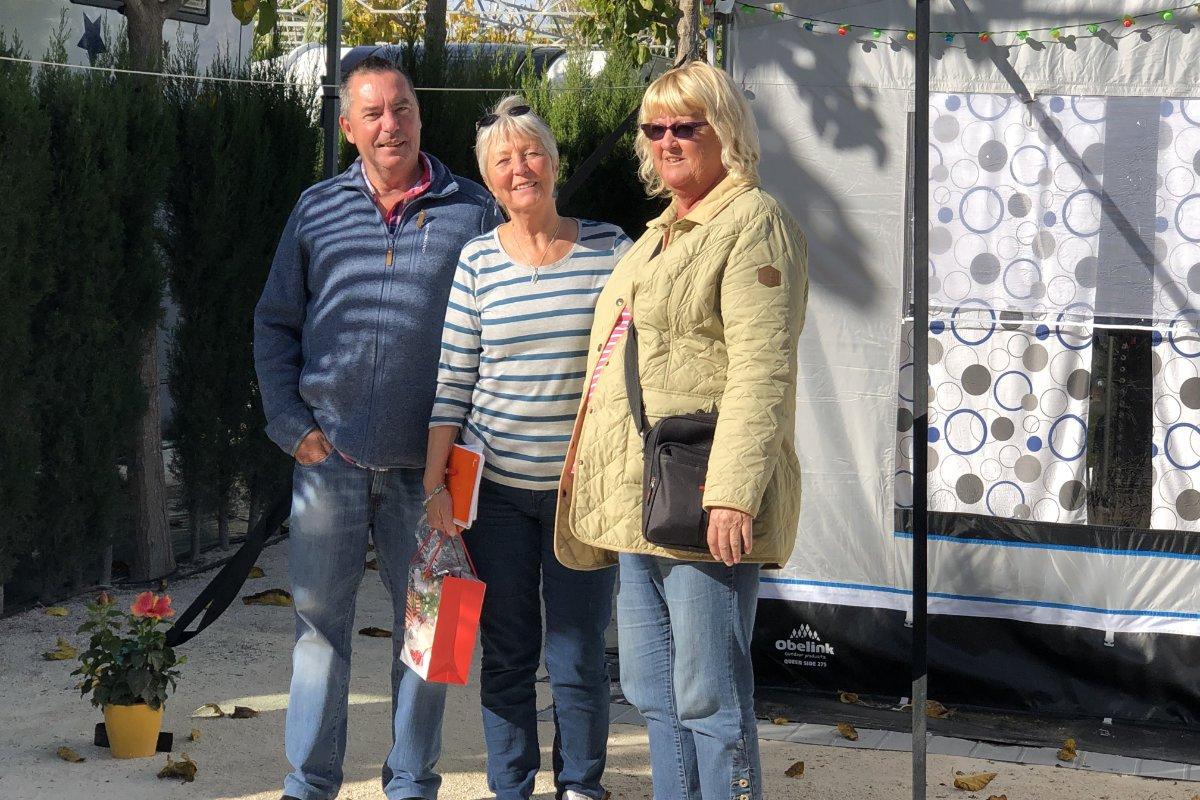 Anne mit Anders und Anne auf unserer Parzelle