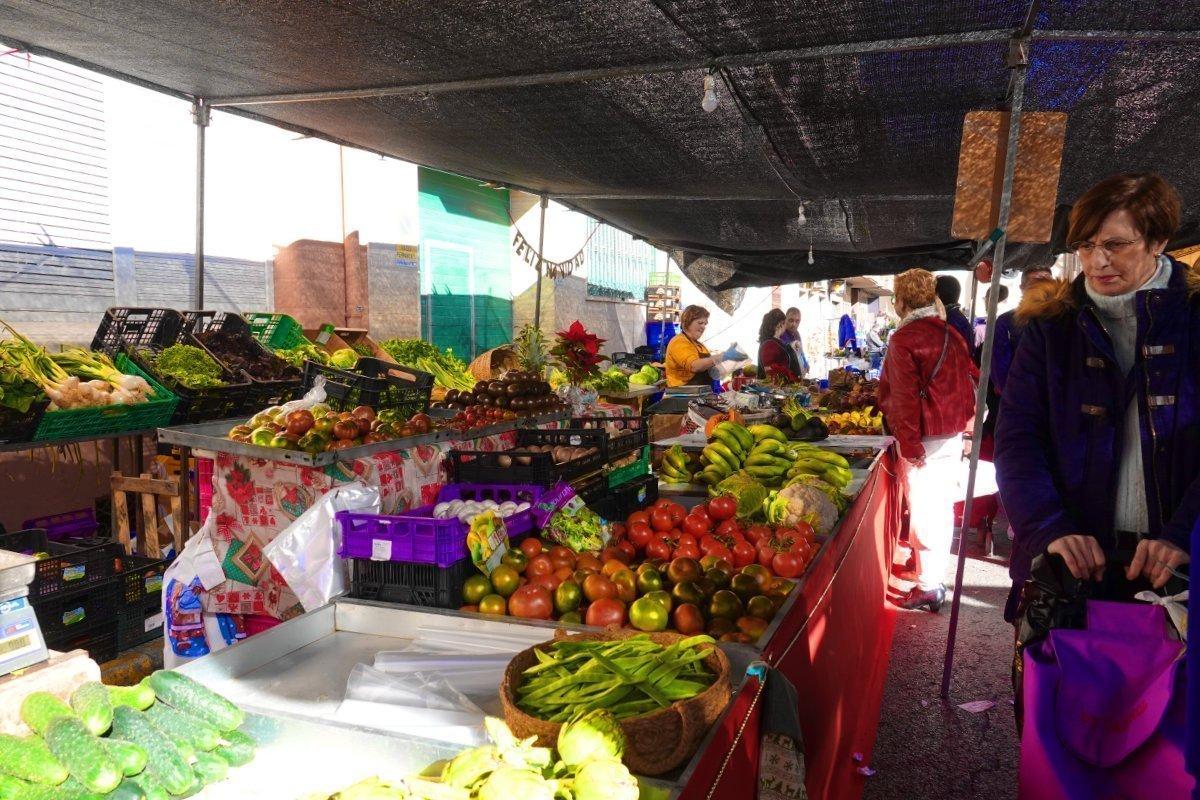 Frisches Obst und Gemüse auf dem Markt in Almoradi