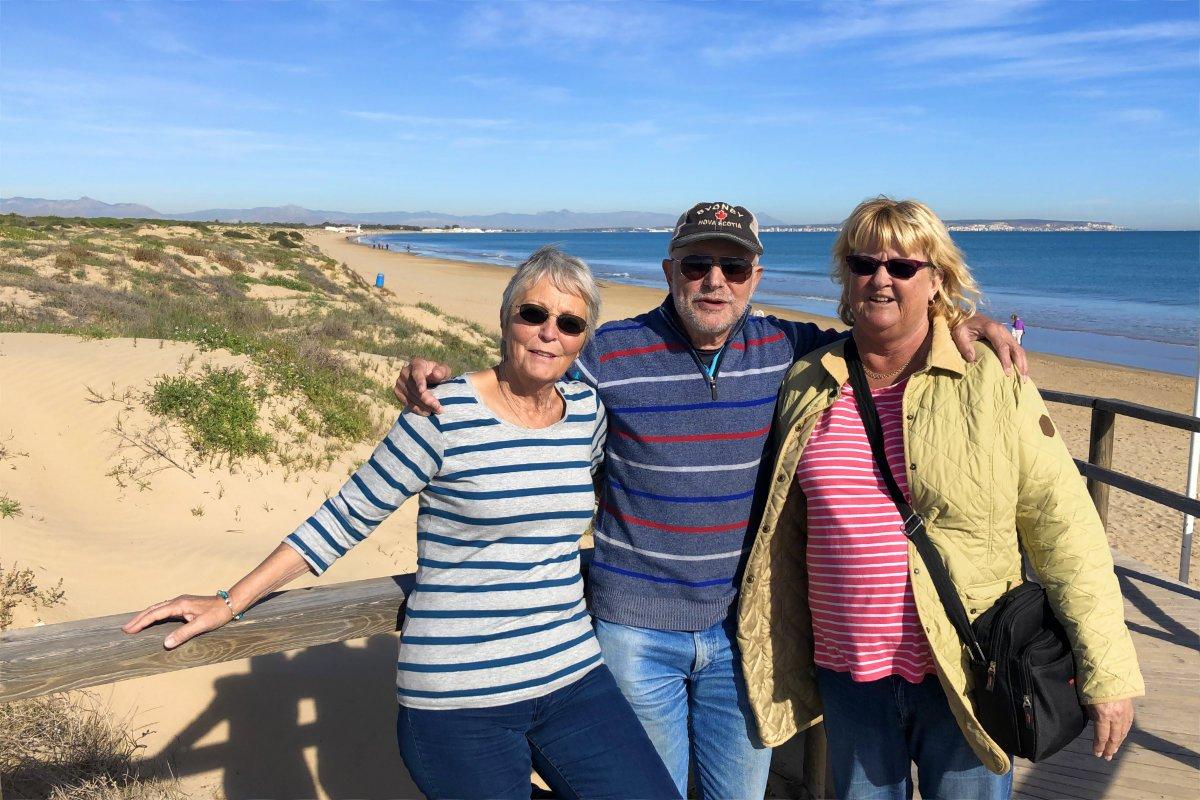 Mit beiden Annes am Strand von La Marina