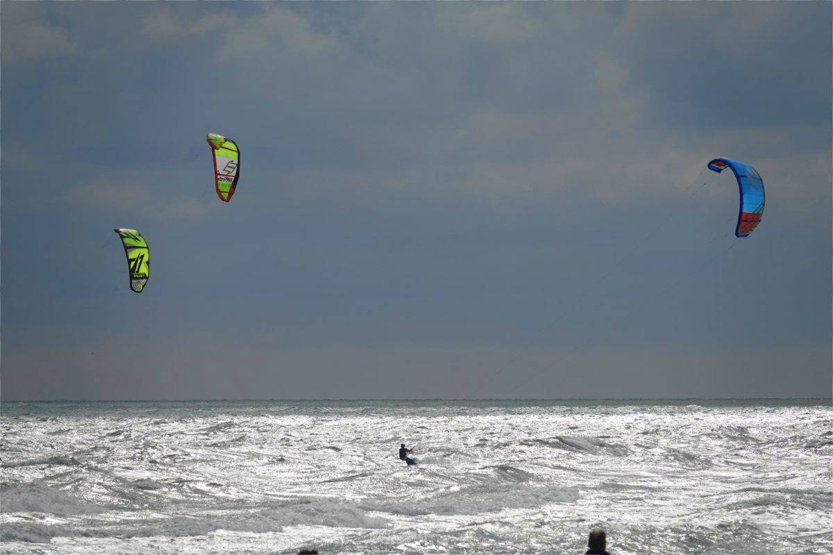 Kite-Surfer am Strand