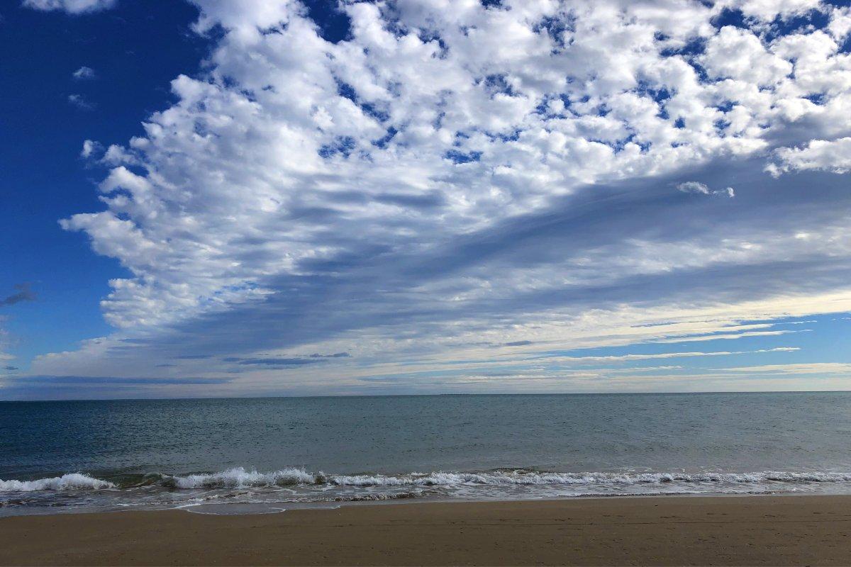 Tolle Wolken am La Marina Strand