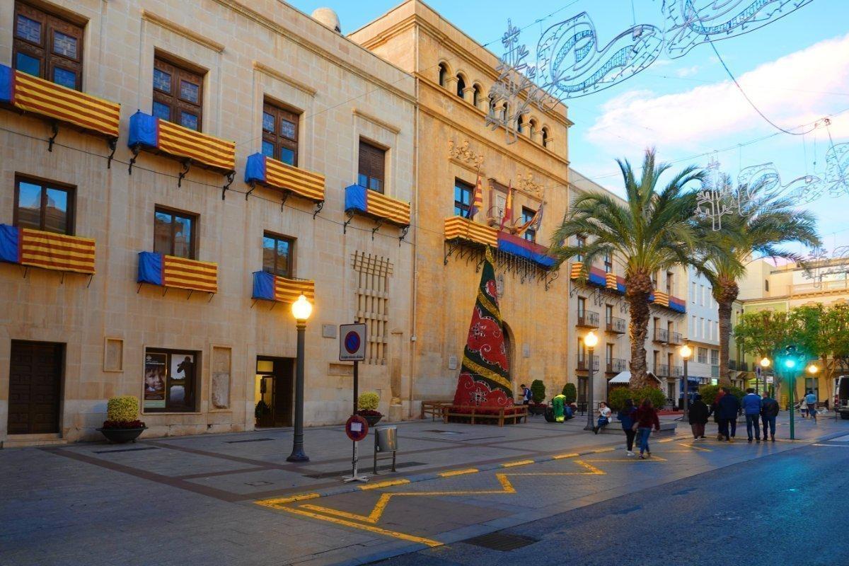 Weihnachtsbeleuchtung am Rathaus - Ayunatmiento