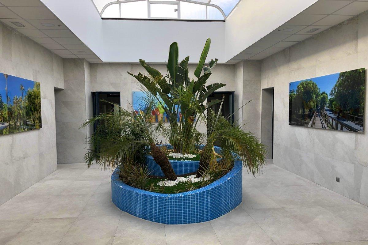 Eingangsraum des neuen Sanitärgebäudes