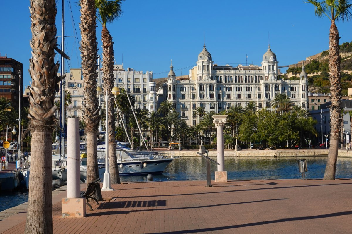 Hafenpromenade und Casa Carbonell