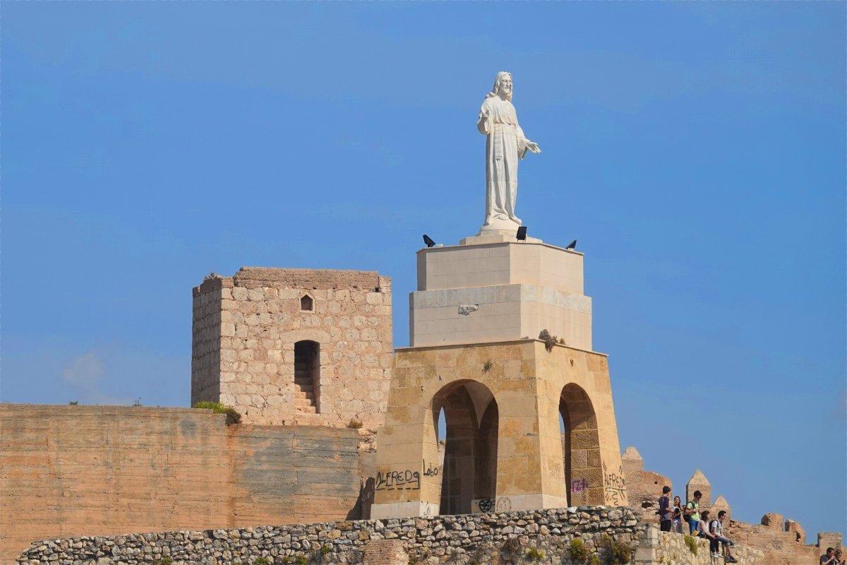 San Cristobal Hügel und Statue