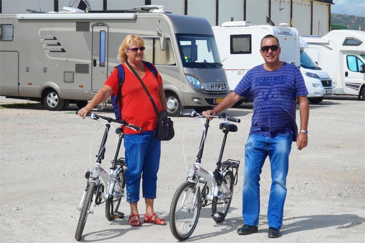 Anne und Anders mit unseren Fahrrädern