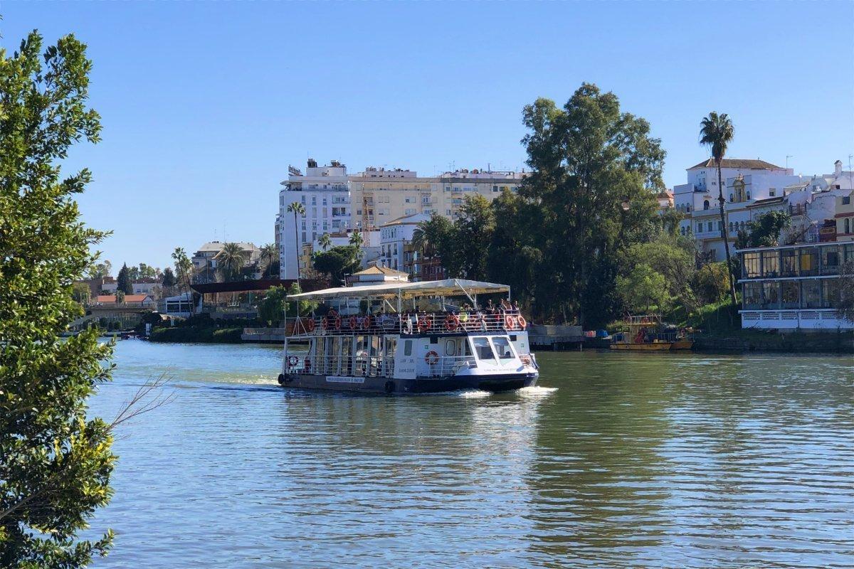Ausflugsboot auf dem Guadalquivir