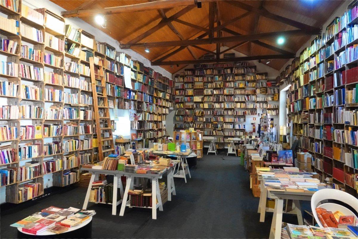 Bücherei und Bioladen in einem