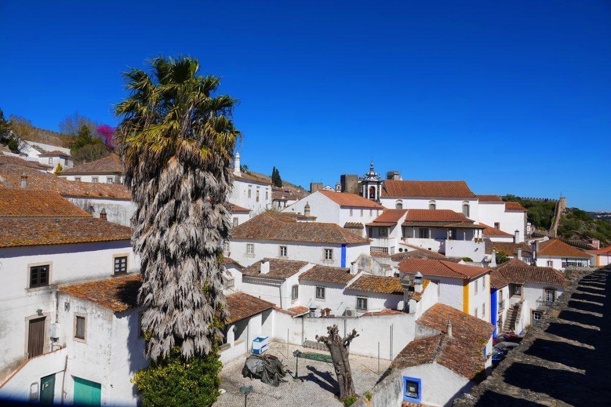 Blick von der Stadtmauer auf die Dächer der Stadt