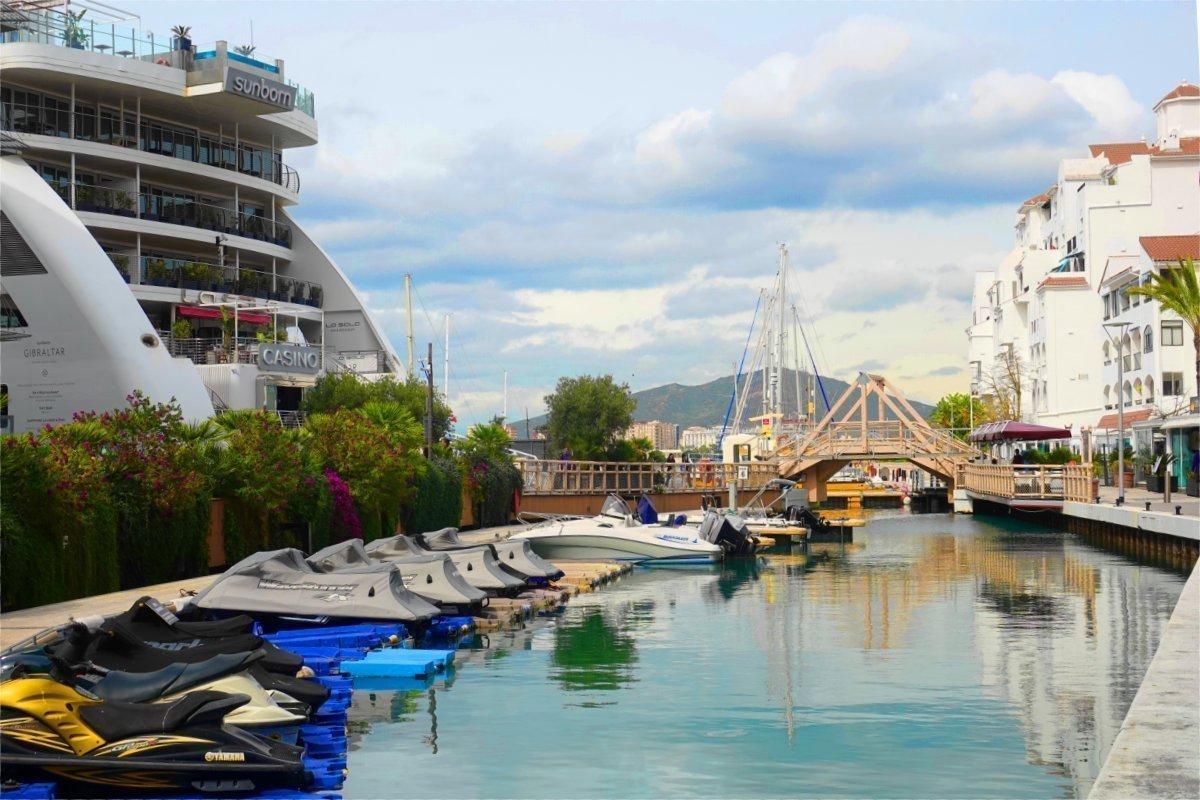 Das Sunborn Hotel und Casino - als Schiff gebaut und hier fest vertäut