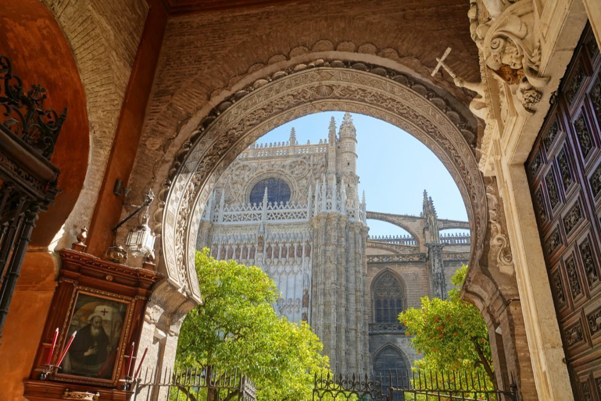 Eingangsportal zum Innenhof der Kathedrale