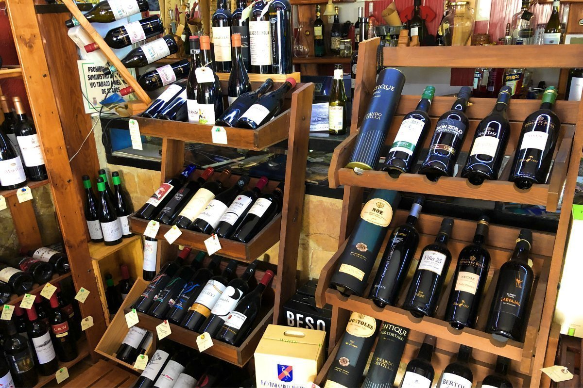 Riesige Ausewahl in Robbies Weinladen