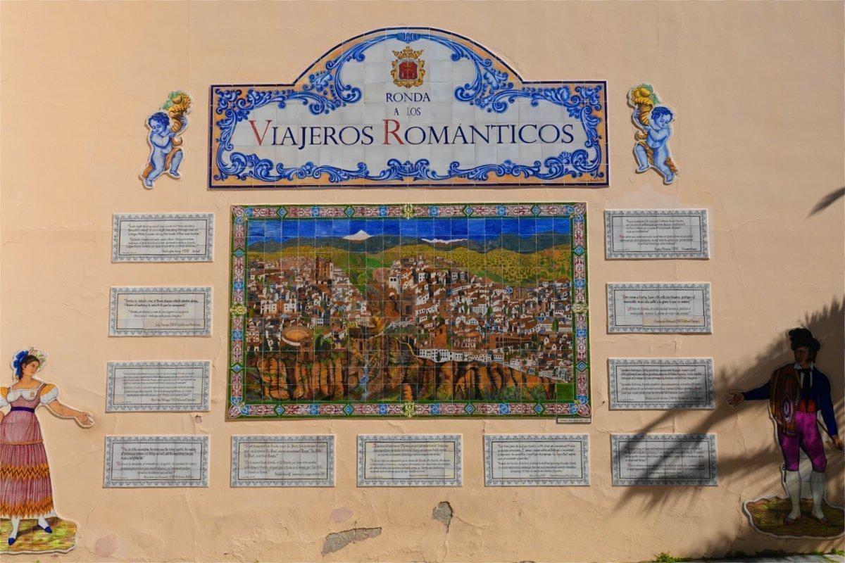 """""""Romantische Reise"""", eine schöne Fliesenarbeit an einer Hausfront"""