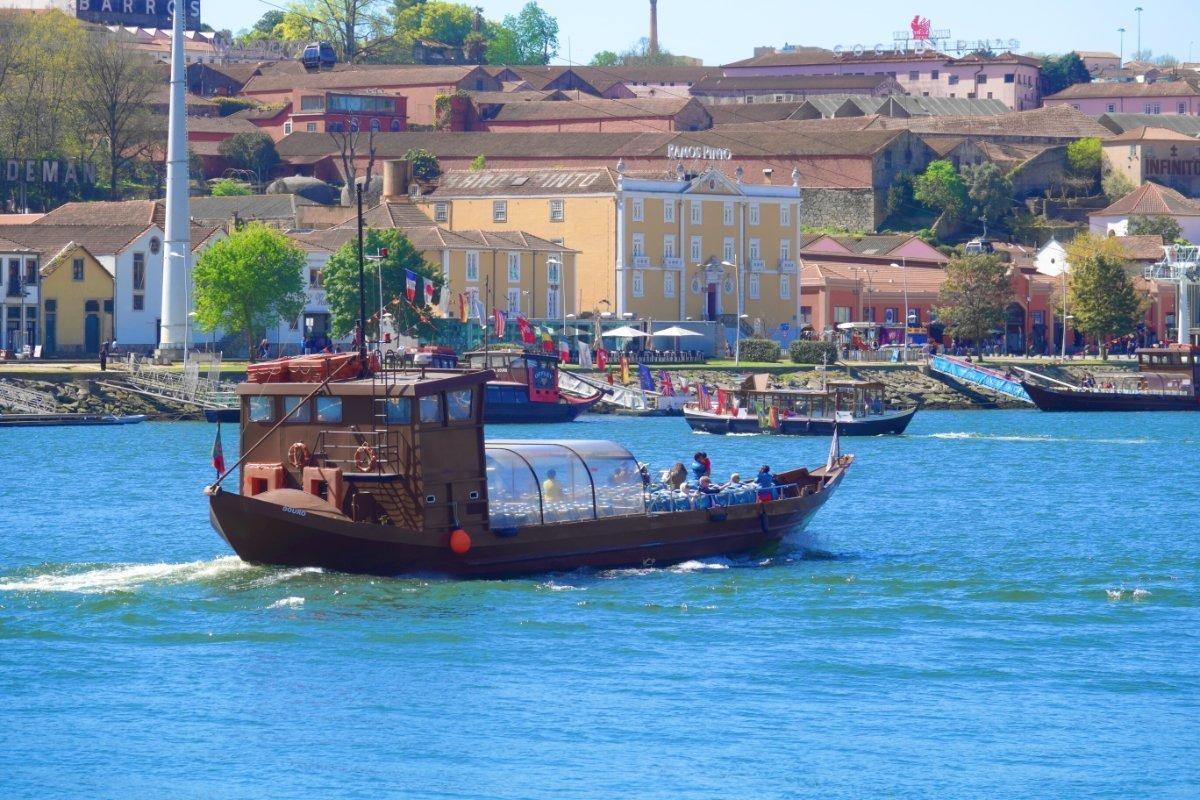 Ausflugsboot auf dem Douro