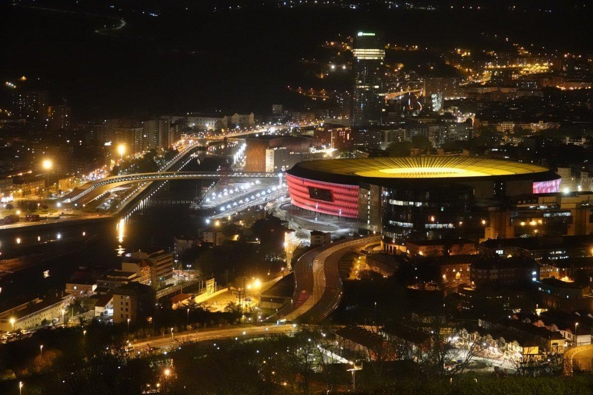 Bilbao bei Nacht