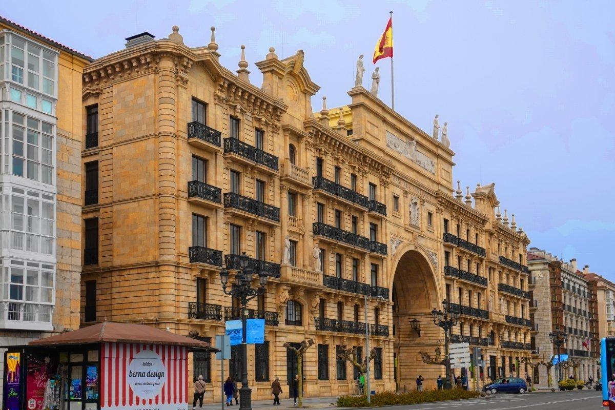 Das prächtigste Gebäude. die Santander Bank