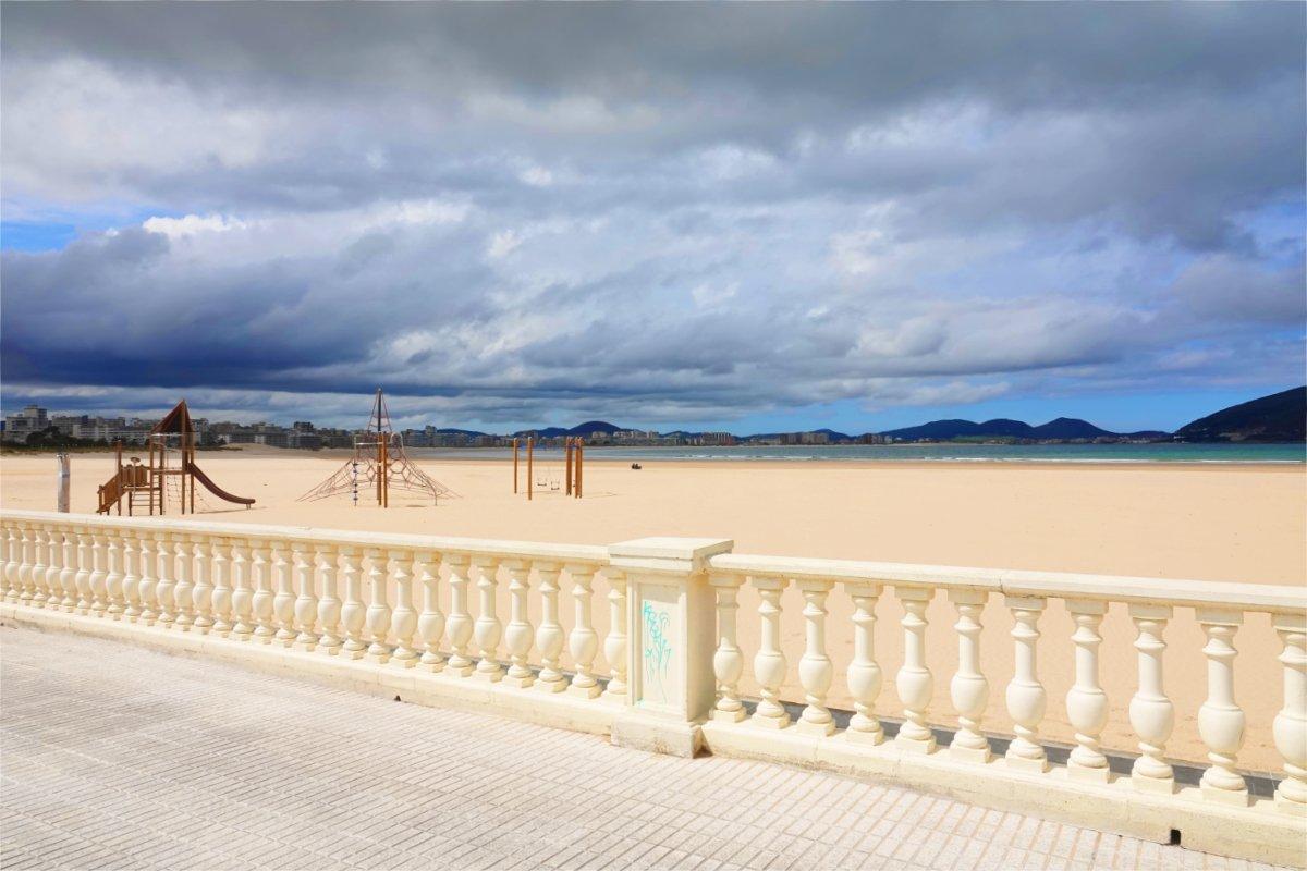 Der riesige Strand von Laredo