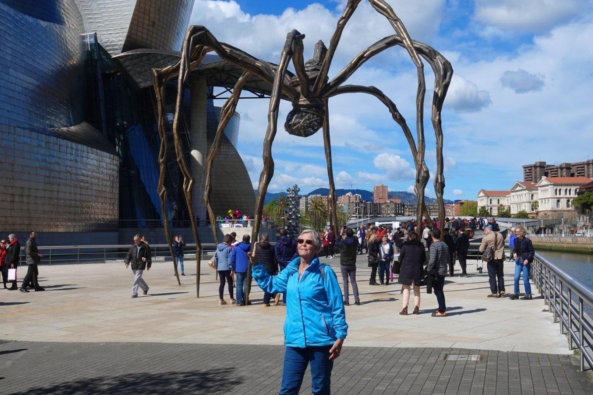 Die 9m hohe Spinne vor dem Guggenheim Museum