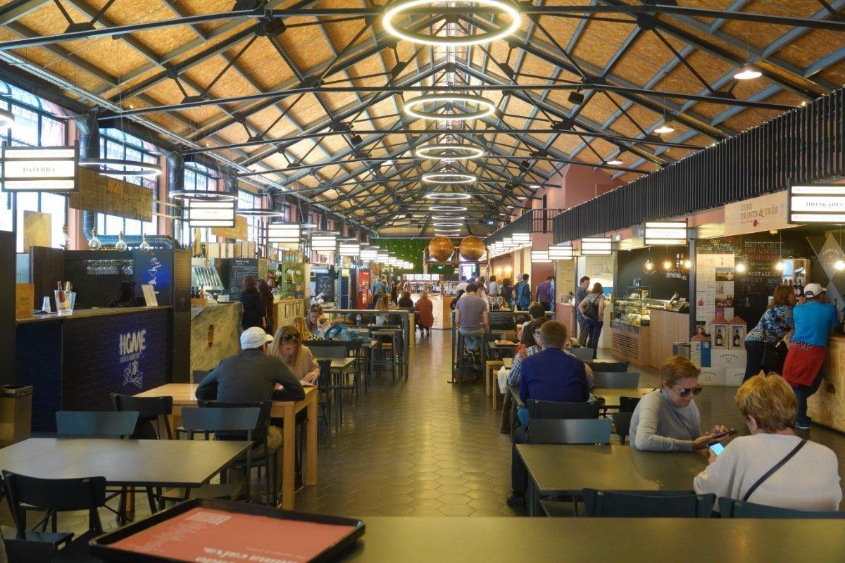 Die zur Fressmeile umgebaute Markthalle