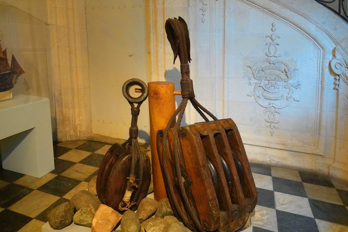 Riesiger Flaschenzug aus brasilianischen Hartholz