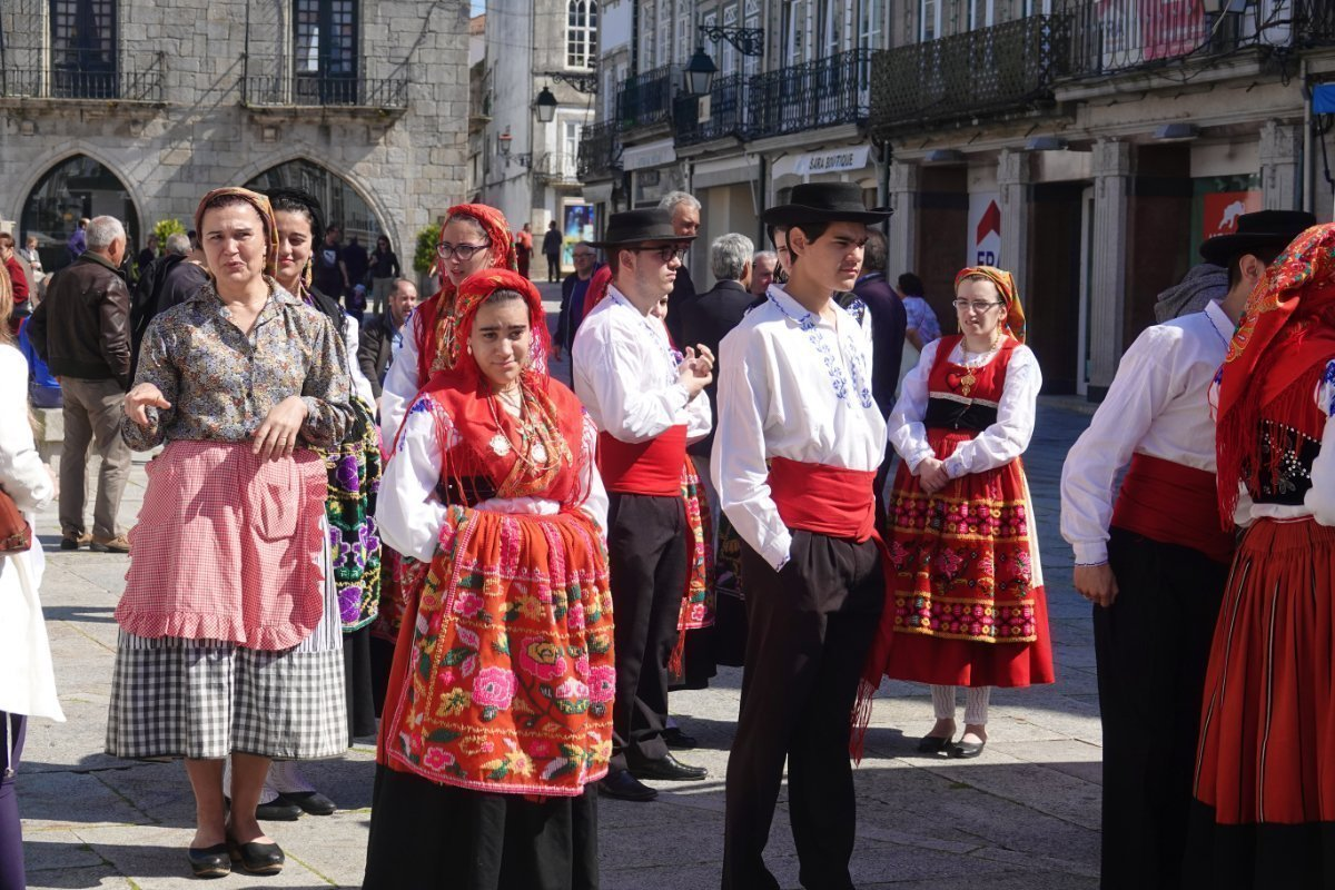 Portugiesen in schmucken Trachte
