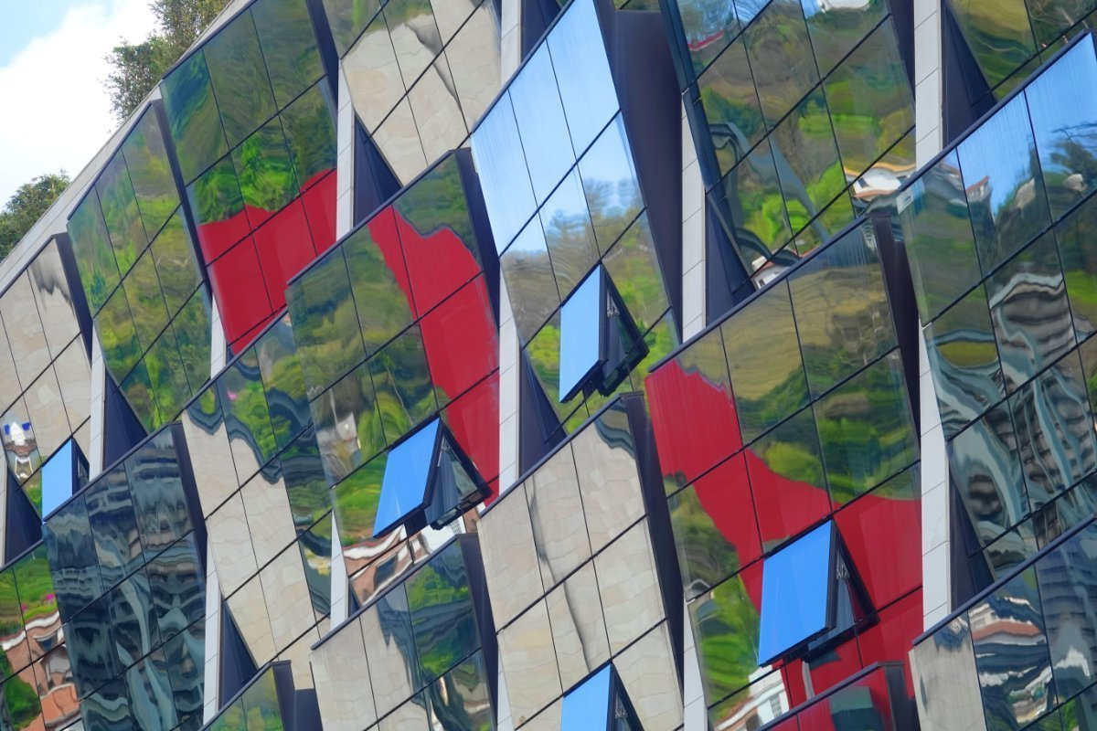 Reflektierende Fassade