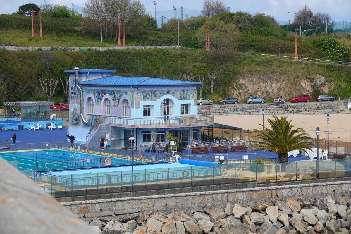 Schmuckes Freibad und Restaurant am Strand