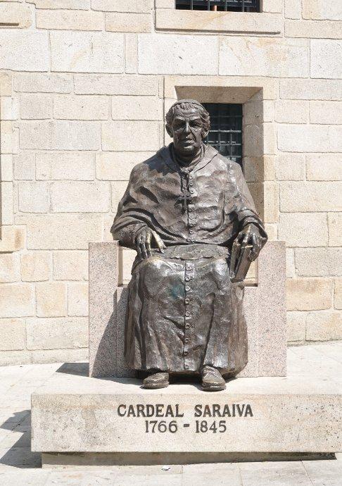 Statue des Kardinals Saraiva