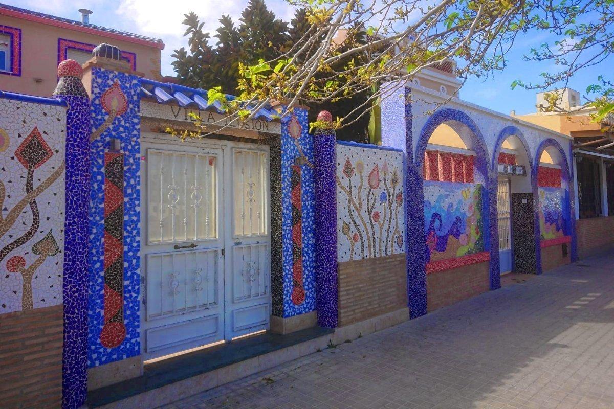 Toll dekorierter Grundstückseingang