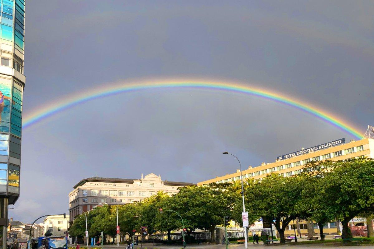 Toller Regenbogen über dem Hafen