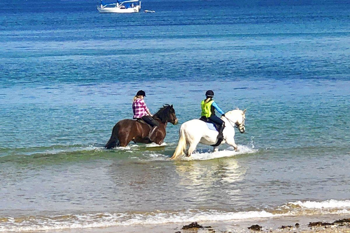 Reiter am Strand von Maenporth