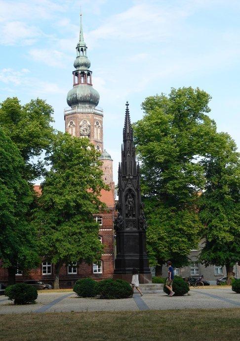 Rubenow-Denkmal vor dem Dom
