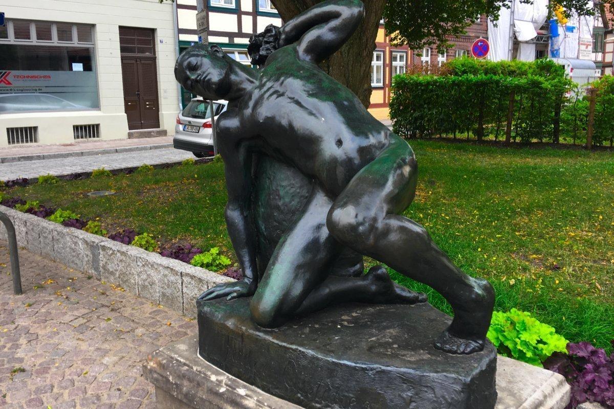 """Skulptur """"Tägliche Mühe"""""""