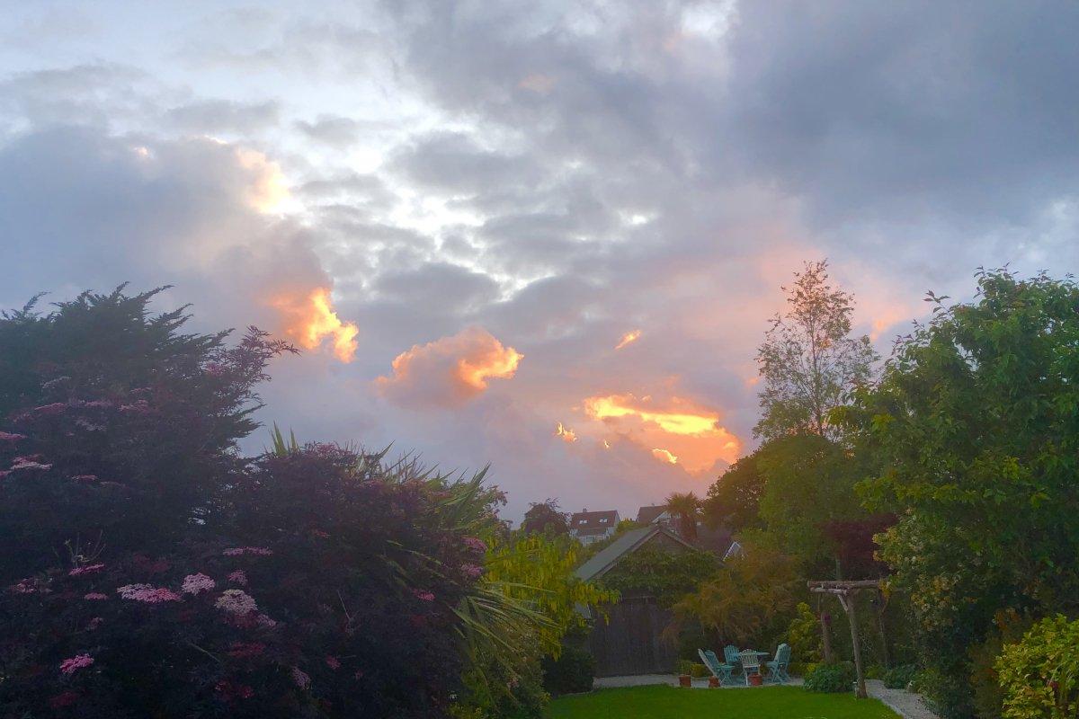 Sonnenuntergang vom Wintergarten aus gesehen