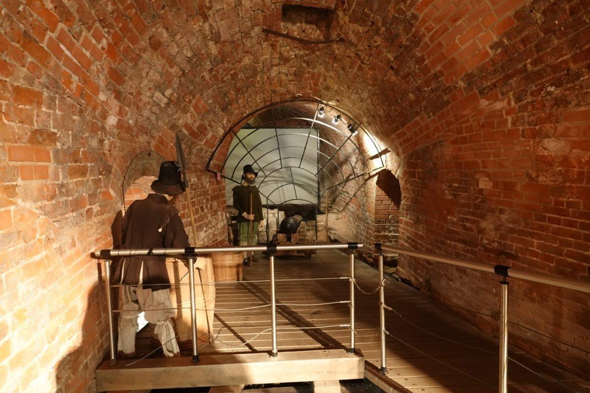 39-45 Kriegsmuseum in den Kasematten der alten Memelburg