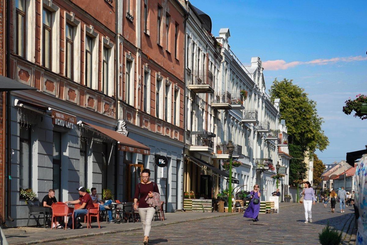 Altstadt Flaniermeile mit groben Pflastersteinen