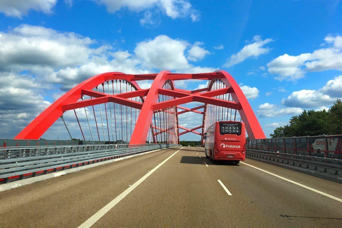 Autobahnbrücke auf der S7