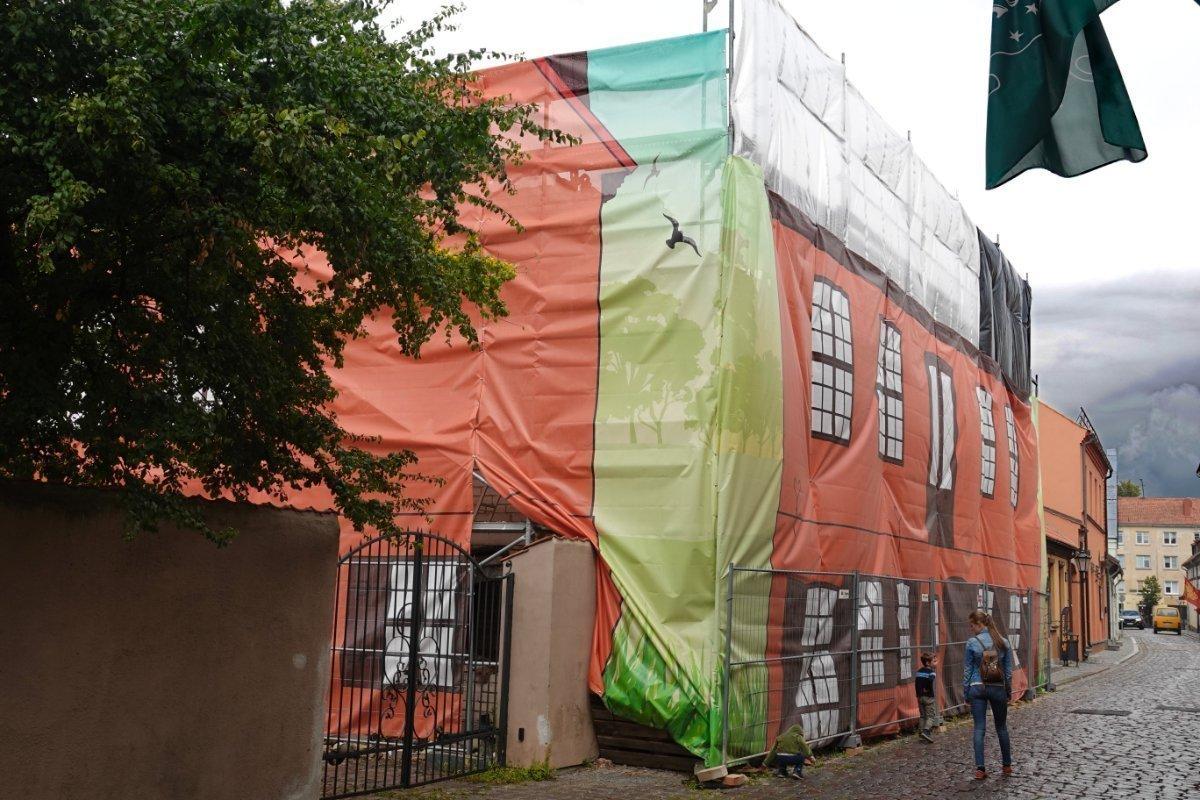 Baustellenabdeckung - sieht man hier in Litauen häufig