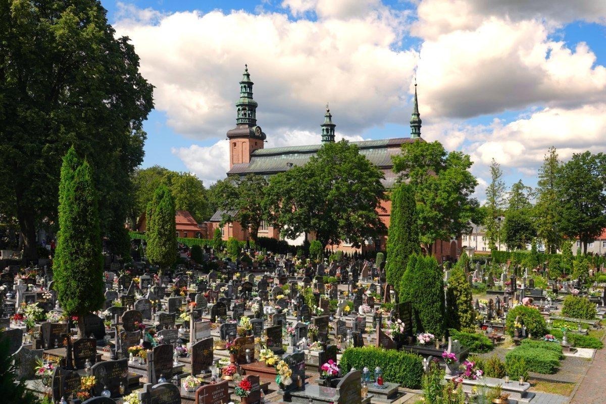 Blumengeschmückter Friedhof