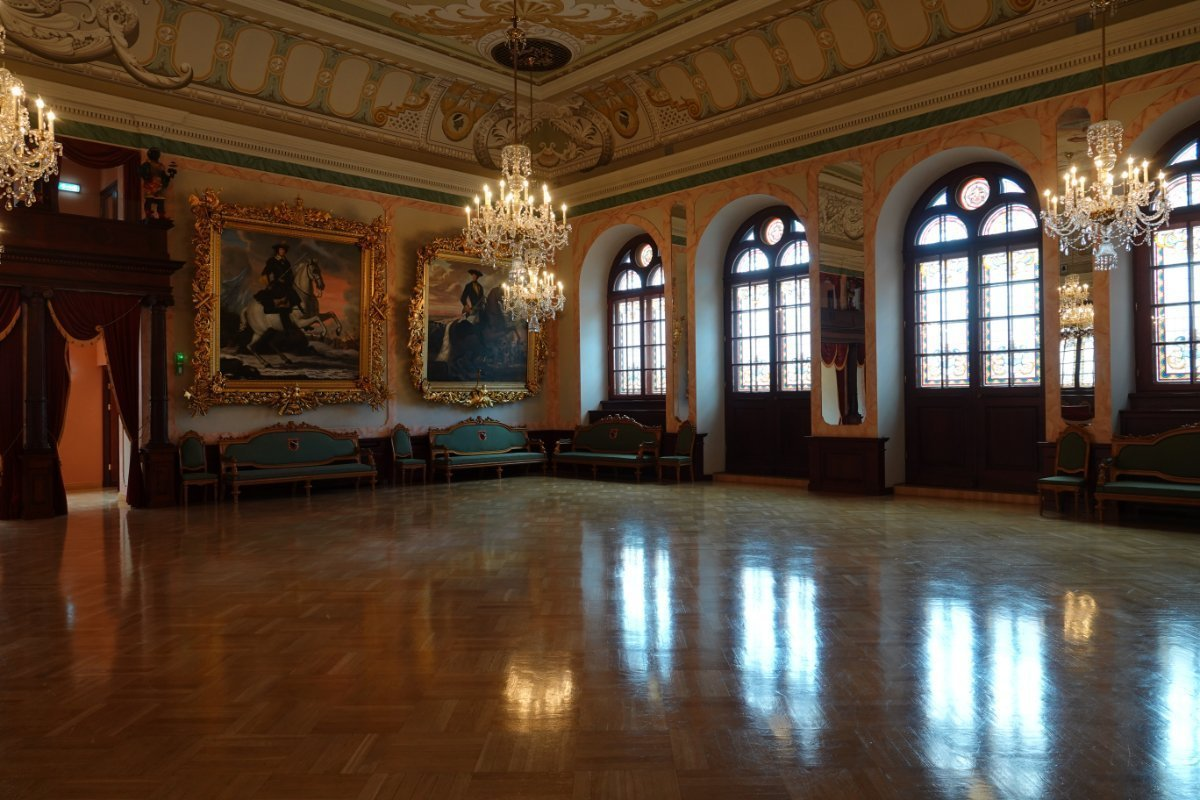 Der prächtige Ballsaal im Schwazhäupterhaus
